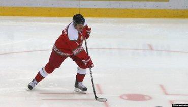 Заболевший коронавирусом игрок команды Лукашенко мог контактировать спрезидентом только вовремя матча