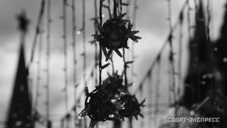 22апреля. Москва. Светильники наНикольской немного напоминают страшный вирус. Фото Александр Федоров, «СЭ» / Canon EOS-1D X Mark II