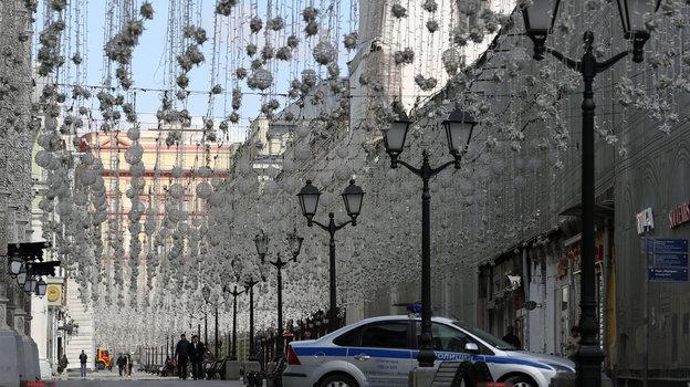 22 апреля. Москва. Полицейский автомобиль на Никольской улице. Фото Александр Федоров, «СЭ» / Canon EOS-1D X Mark II