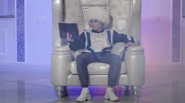 Дмитрий Кузнецов вклипе напесню «Король лицемерия». Фото YouTube