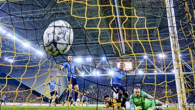 Чемпионат Голландии небудеи доигран. Фото AFP