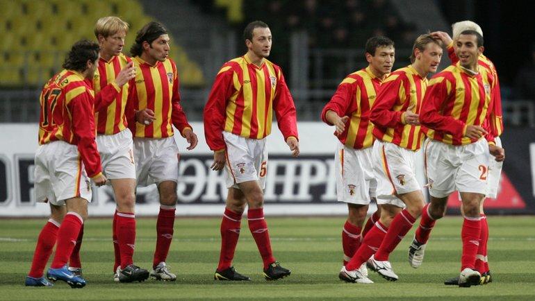 Игорь Яновский (второй слева) всоставе «Алании». Фото Григорий Филиппов