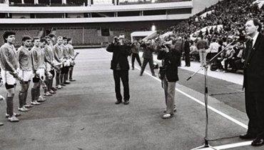 Вячеслав Мельников возглавил «Зенит» в1992 году— перед стартом первого чемпионата России.