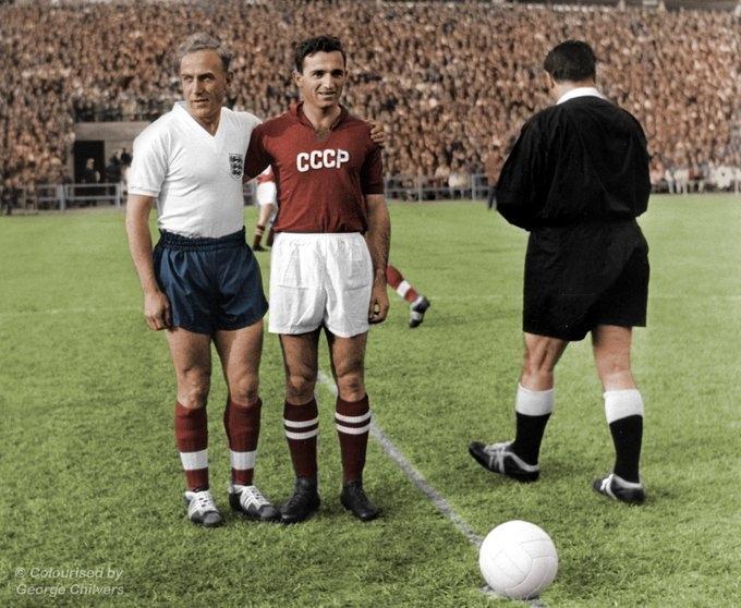 Билли Райт иНикита Симонян наЧМ-1958. Фото Twitter сборной России