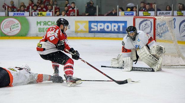 Никита Сандырев вматче чемпионата Украины. Фото Пресс-служба УХЛ