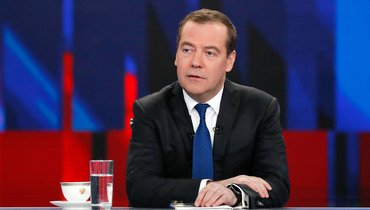 Дмитрий Медведев призвал единороссов направить месячную зарплату напомощь врачам