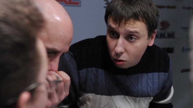 Кирилл Бурдаков (справа) вовремя турнира в «СЭ» Что? Где? Когда?. Фото Александр Федоров, «СЭ»