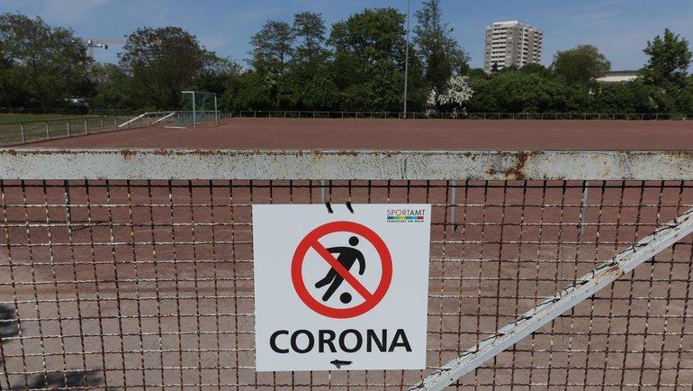 Франкфурт-на-Майне. Запрет наигру вфутбол. Фото AFP