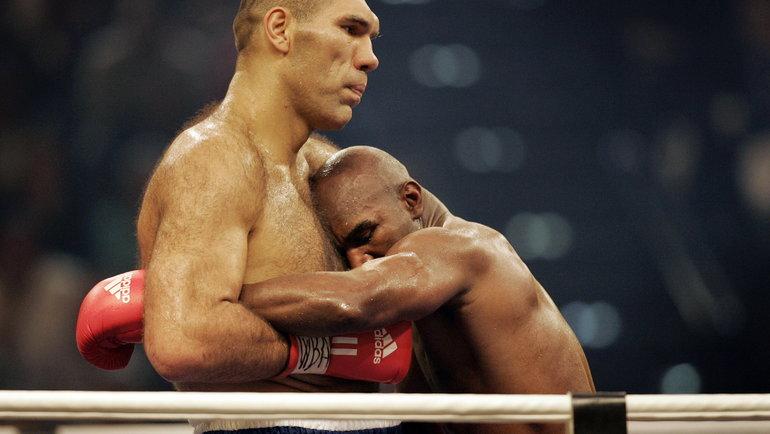 20декабря 2008 года. Цюрих. Николай Валуев иЭвандер Холифилд. Фото AFP