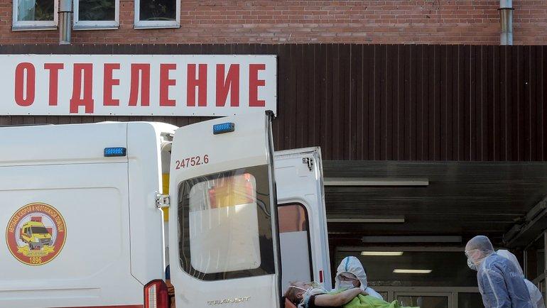 ВВоронежской области медик выпал изокна. Фото AFP