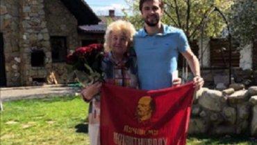 Украинскому футболисту вынесли строгое предупреждение зафото сизображением Ленина