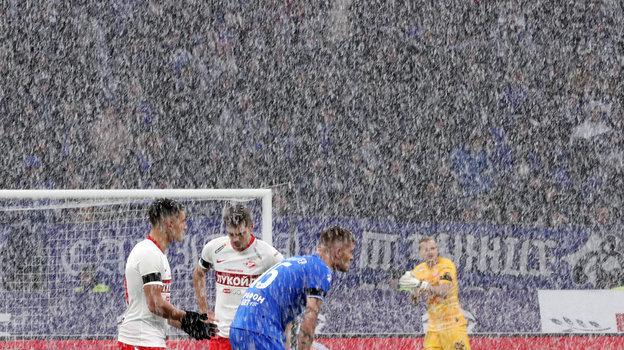 Скоро такие снежные матчи снова будут нафинише сезона вРоссии? Фото Александр Федоров, «СЭ»