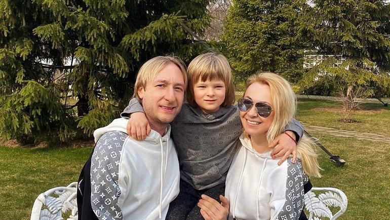 Яна Рудковская ссемьей. Фото Instagram.