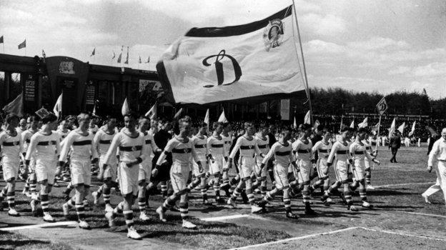 Май 1946 года. Парад динамовцев перед стартом спортивного сезона вМоскве. Фото РГАКФД