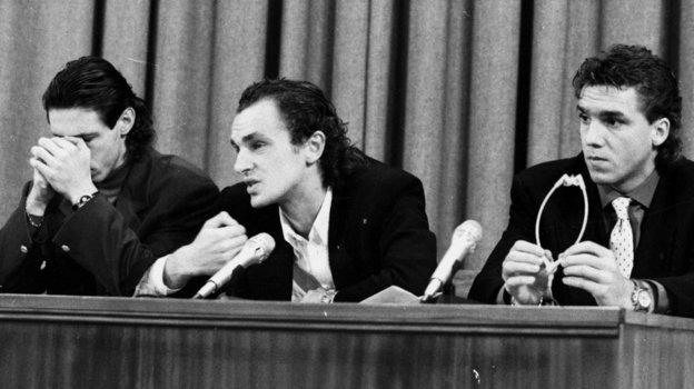 25 декабря 1993 года. Москва. Александр Мостовой, Игорь Шалимов и Сергей Юран на пресс-конференции, посвященной их отказу играть за сборную России