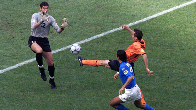 Пять незабитых пенальти и «паненка» Тотти. Как Италия обыграла Голландию наЕвро-2000
