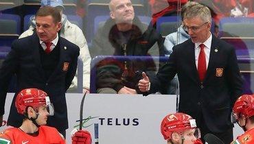 Игорь Ларионов (справа) иВалерий Брагин наскамейке сборной России вовремя МЧМ-2020.