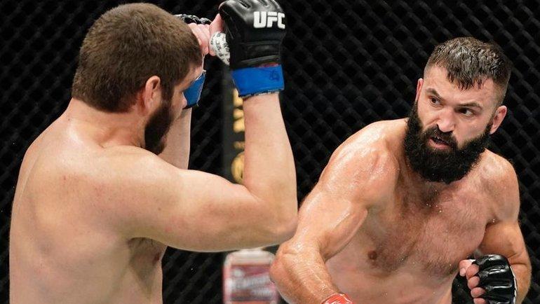 13июня. Джексонвилл. Андрей Орловский (справа) атакует Филипе Линса. Фото UFC