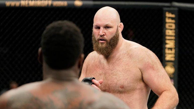 Биг Бен вызвал набой Олейника. Онедва неослеп, выжил ваварии икрушил топов UFC
