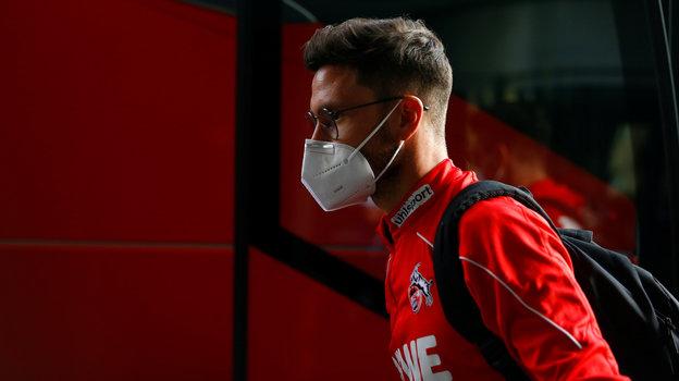 Тренерам надеть маски, игрокам мяч нецеловать— вгерманском футболе новые законы. Как будет вРоссии?