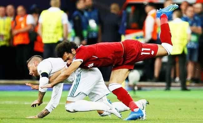 Падение Серхио Рамоса иМохамеда Салаха вфинале ЛЧ-2017/18. Фото Reuters