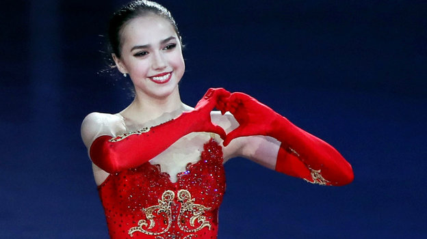9декабря 2017 года. Нагоя. Обладательница золотой медали финала «Гран-при» дарит свою любовь болельщикам.
