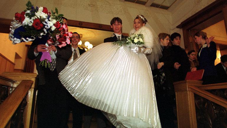 11декабря 1999 года. Москва. Егор Титов иего супруга Вероника. Фото Андрей Голованов иСергей Киврин, -