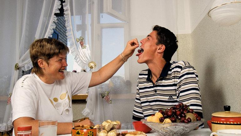 1998 год. Марат Сафин сосвоей мамой. Фото Андрей Голованов иСергей Киврин, -