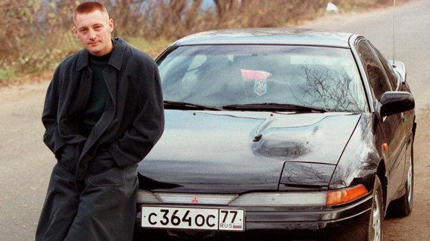 1996 год. Андрей Тихонов иего автомобиль. Фото Андрей Голованов иСергей Киврин, -