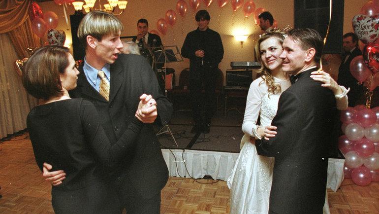 29февраля 2000 года. Москва. Свадьба Дмитрия Аленичева. Фото Андрей Голованов иСергей Киврин, -