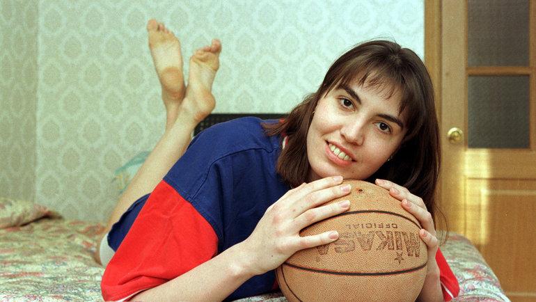1998 год. Баскетболистка Елена Баранова. Фото Дмитрий Солнцев, -