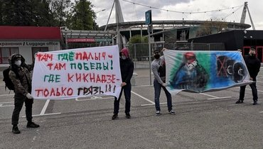 Фанаты «Локомотива» вывесили баннеры вподдержку Семина уофиса РЖД