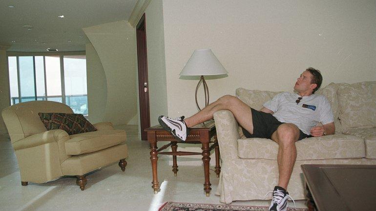 24декабря 1999 года. Майами. Павел Буре всвоих апартаментах вфешенебельном небоскребе «Портофино Тауэр». Фото Александр Вильф, -