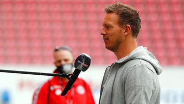24мая. Майнц. «Майнц»— «Лейпциг»— 0:5. Главный тренер гостей Юлиан Нагельсманн дает интервью поновым правилам.