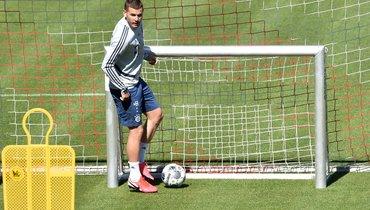Защитник Эрнандез останется в «Баварии». Игроком интересовался «Реал»