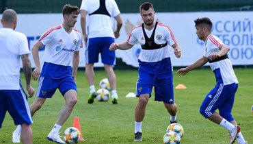 Комличенко считает, что Россия наЕвро может пройти дальше четвертьфинала