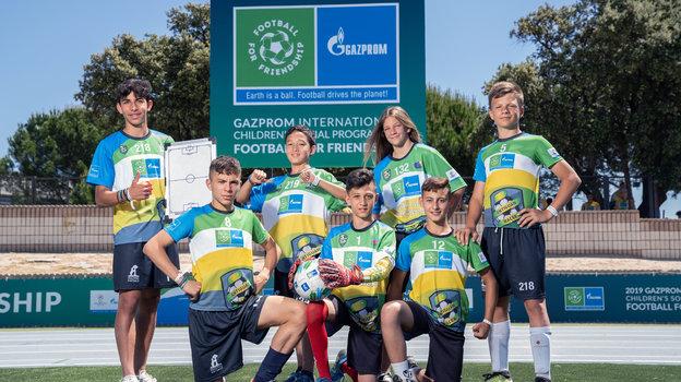 """""""Футбол для дружбы"""" продолжит свою важную миссию – объединять людей из разных уголков Земли."""