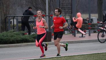 Спонедельника вМоскве разрешено заниматься спортом насвежем воздухе— обязательно вмаске идо9 утра.
