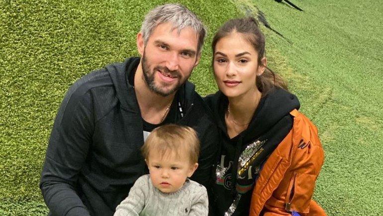 Александр Овечкин, его супруга Анастасия исын Сергей.