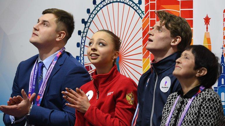 Александра Бойкова иДмитрий Козловский (вцентре). Фото AFP