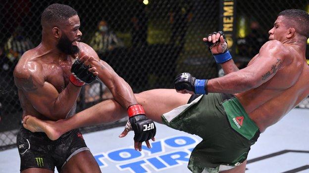 Тайрон Вудли проиграл Гилберту Бернсу натурнире UFC onESPN 9. Фото MMA Fighting
