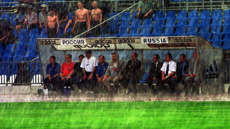 31мая 2000 года. Москва. Россия— Словакия— 1:1. Тренерская скамейка Олега Романцева.