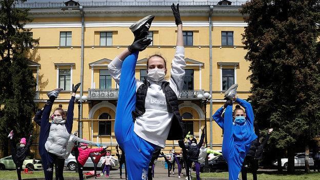 1июня. Киев. Открытая тренировка учащихся школы Ирины Дерюгиной. Фото Reuters