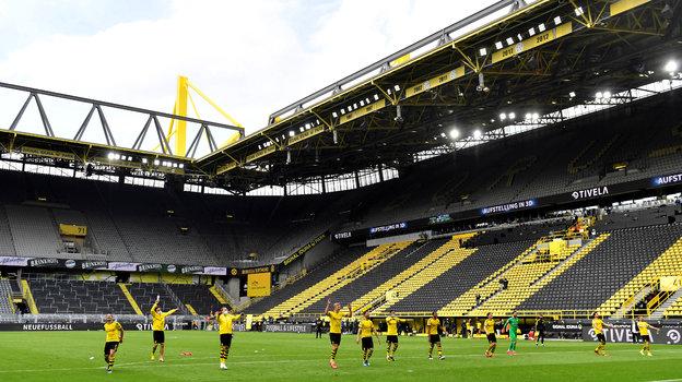 «Боруссия» незабывает о «Желтой стене» даже тогда, когда фанатов настадионе нет. Фото Reuters