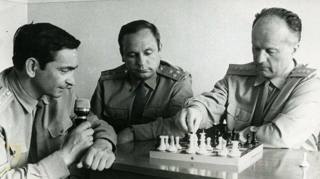 9 июня 1970 года. Валерий Быковский, Виктор Горбатко и Николай Каманин в ЦПК во время матча Космос - Земля.