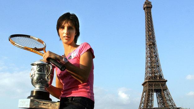 5июня 2004 года. Париж. Анастасия Мыскина уЭйфелевой башни. Фото AFP