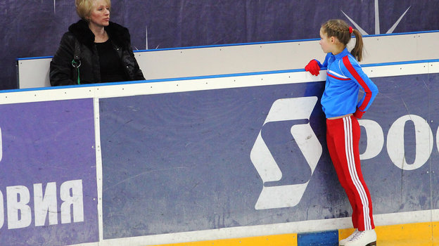 2010 год. Москва. Юная Юлия Липницкая сосвоей мамой. Фото Юлия Комарова.
