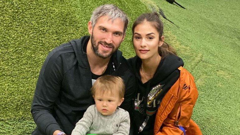 Александр Овечкин, его супруга Анастасия исын Сергей. Фото instagram.com