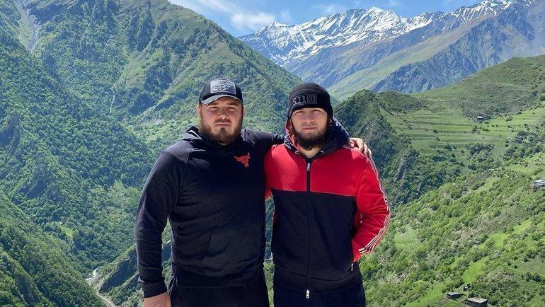 Хабиб Нурмагомедов нафоне гор. Фото Instagram.
