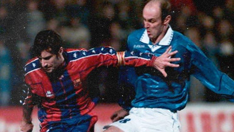 Виктор Онопко (справа) всоставе «Овьедо» против капитана «Барселоны» Луиша Фигу. Фото Twitter